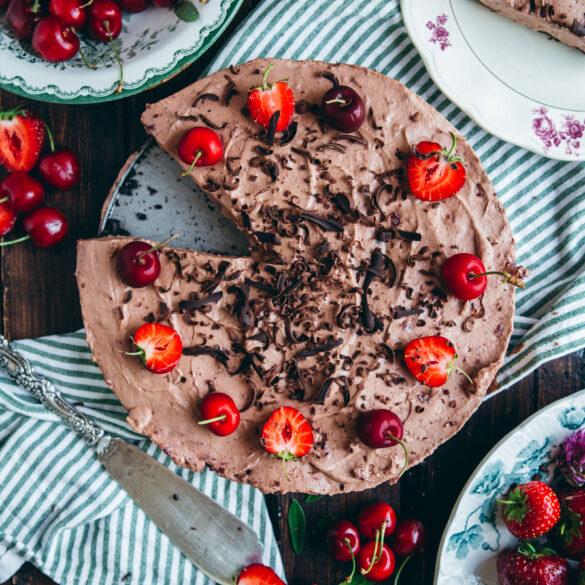 Tårta med choklad och körsbärsmousse